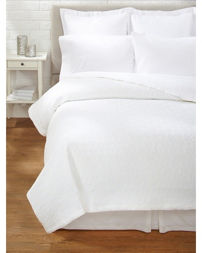 Belle Epoque Rose Coastal Matelassé Coverlet [White]